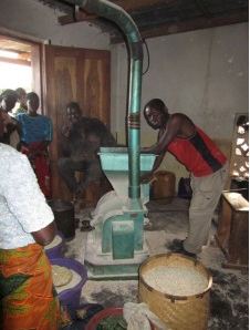 Malawians use maize mill to make flour
